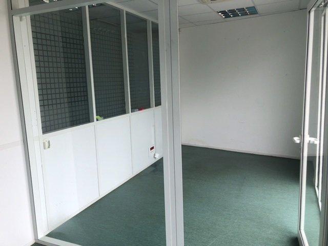 Local professionnel 60 m2 idéalement placé