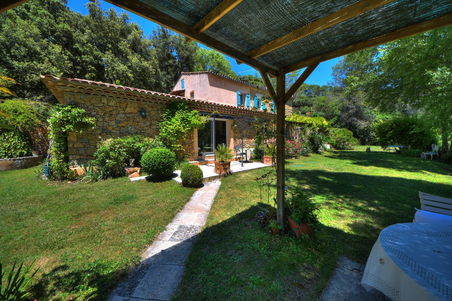 Entrecasteaux, splendid mas with pool and lanscaped garden