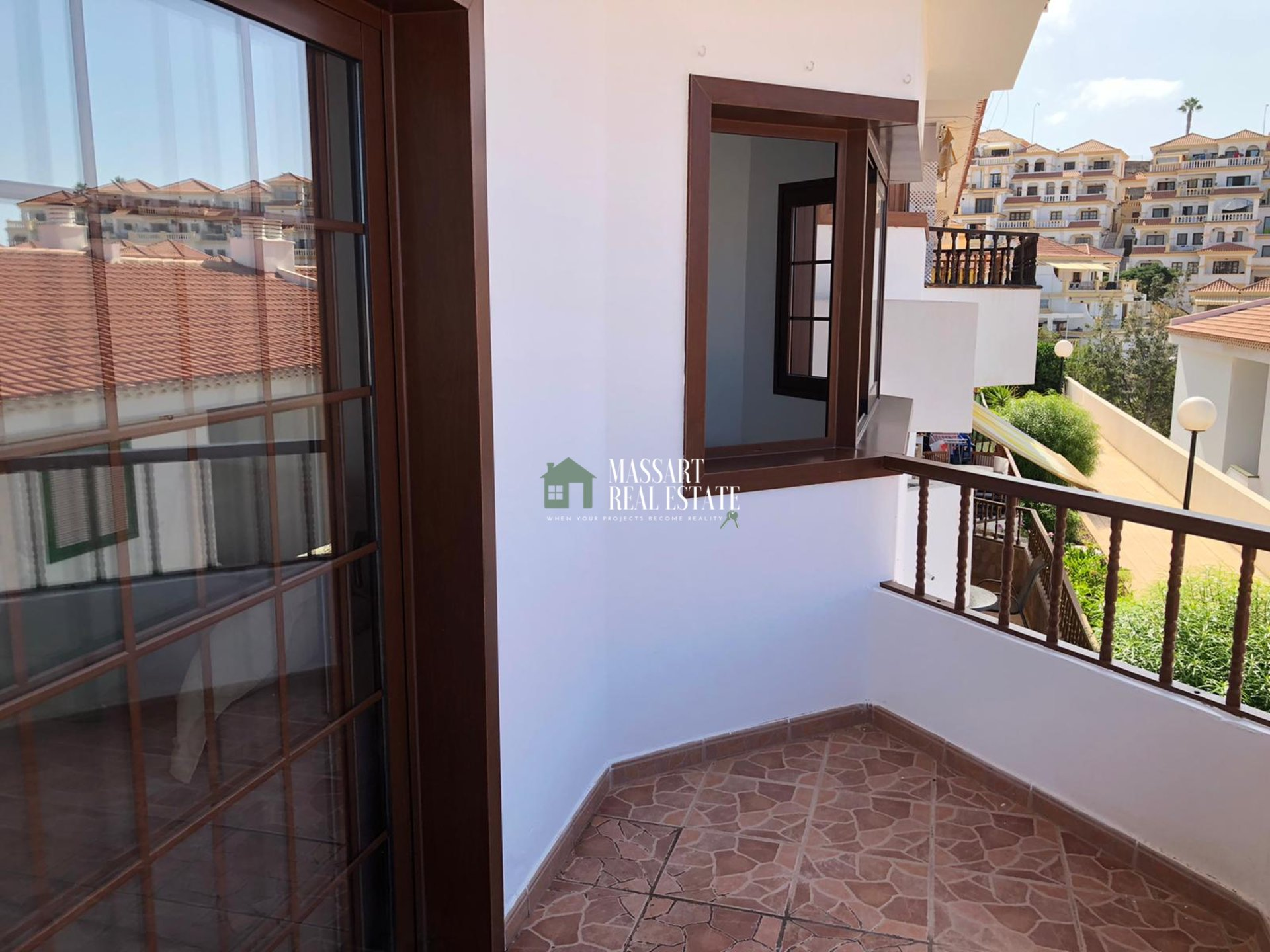 FOR SALE - 79 m2 renovated and furnished apartment in the Las Bouganvillas residential complex (Torviscas Centro).