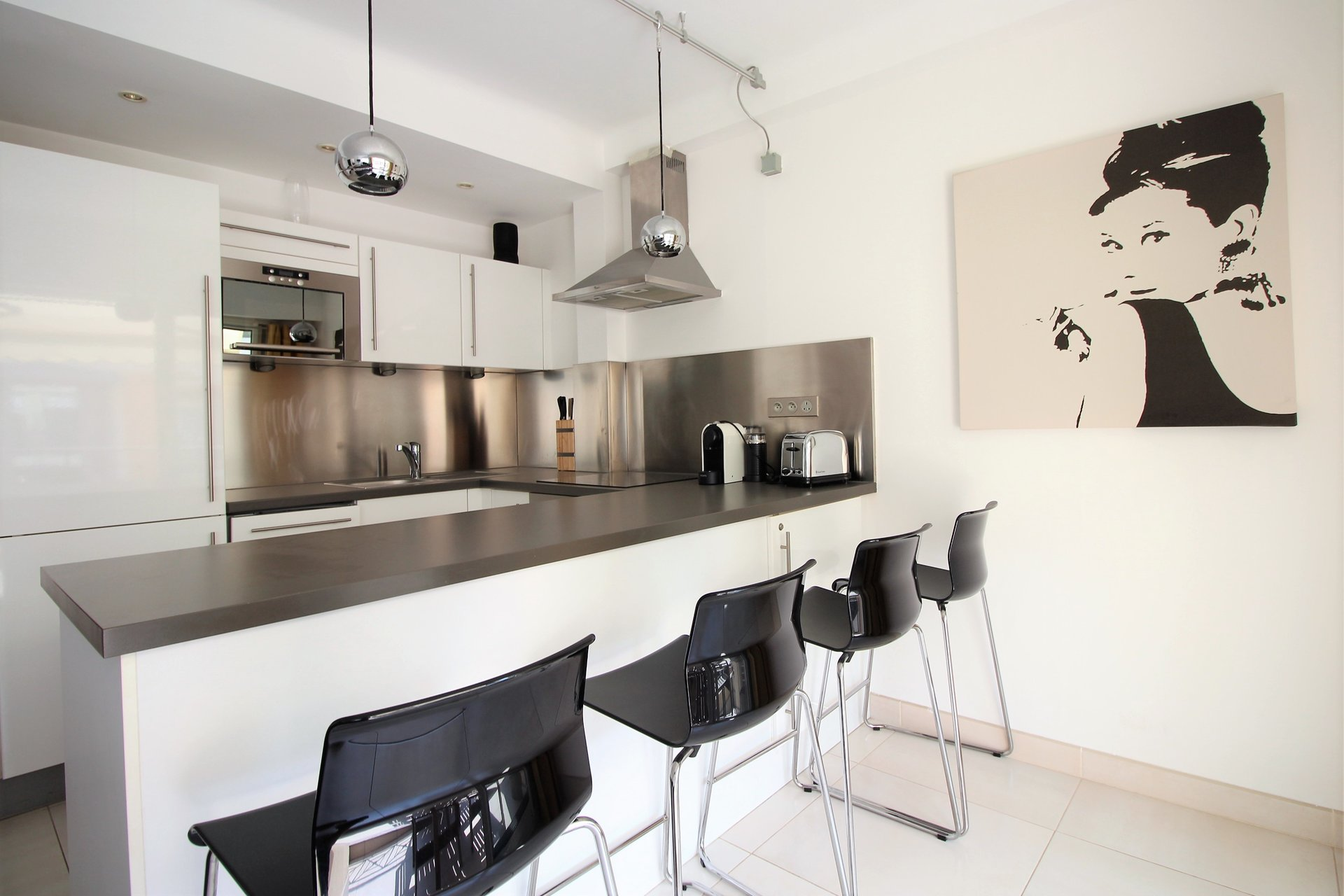 FANTASTIC LOCATION FOR THIS 2 BEDROOMS FLAT!
