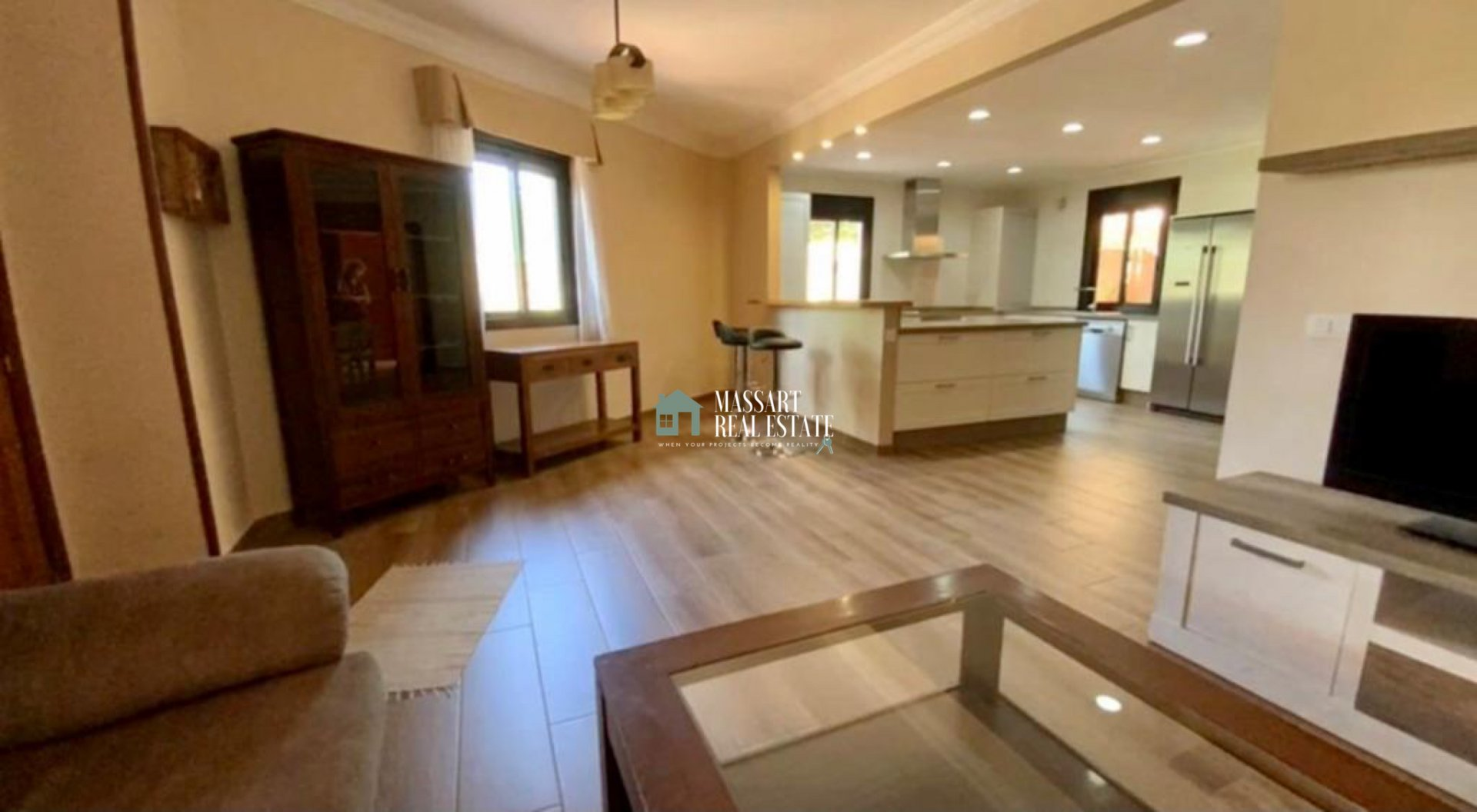 For rent in a central area of Adeje, in La Goleta residential complex, apartment with high added value for its wonderful 175 m2 terrace.