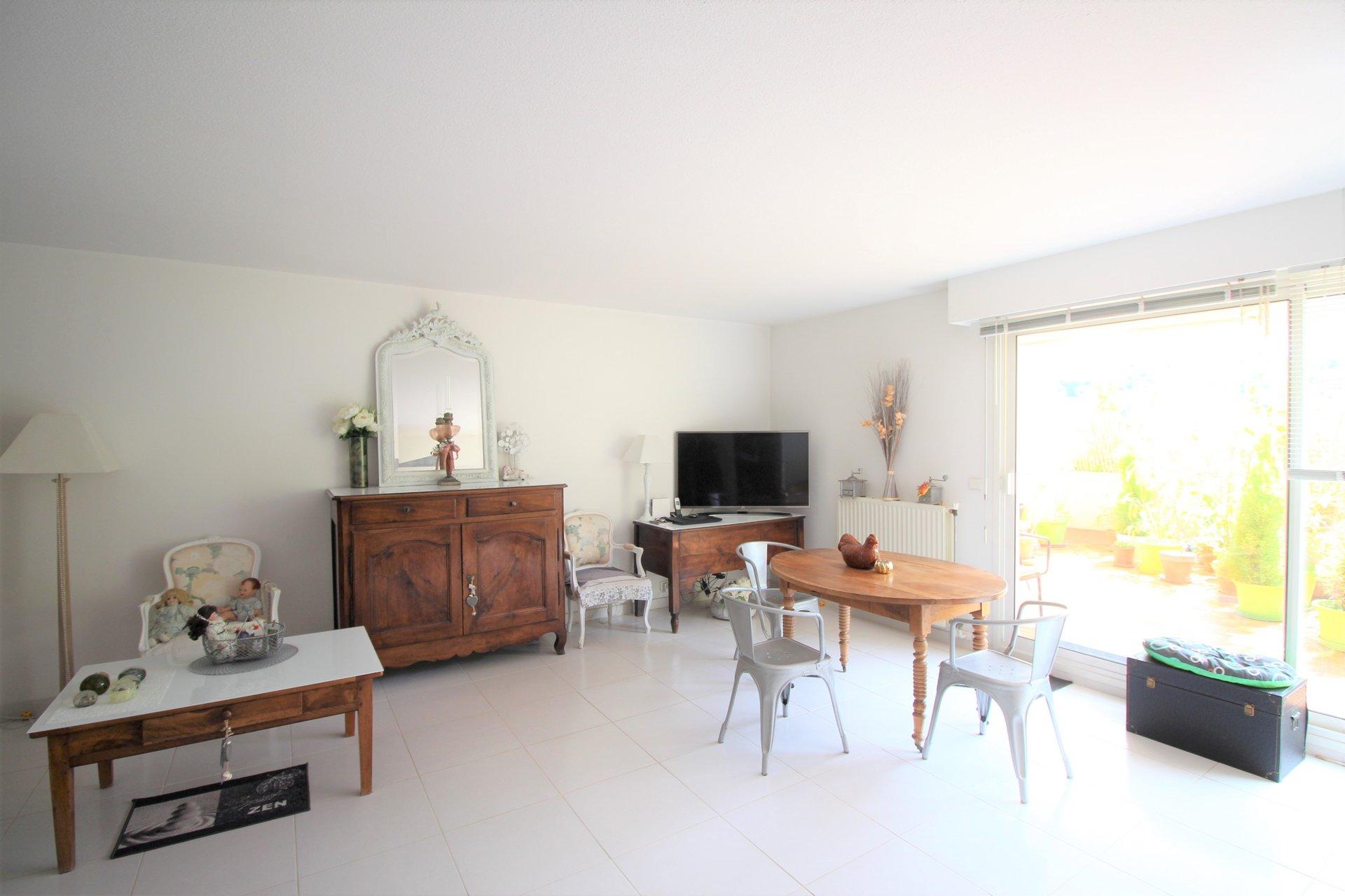 Mandelieu, Domaine de Bellevue, 2 bedrooms apartment, terrace, parkings.
