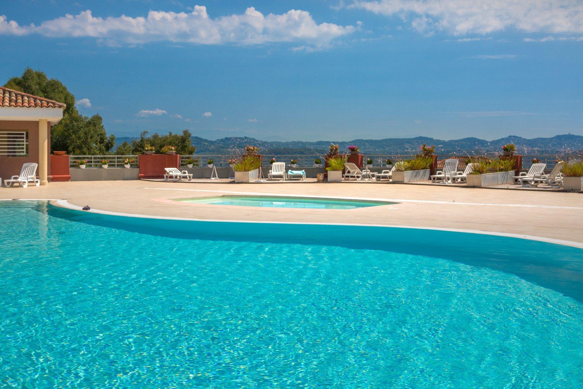 Appart 3P - 98m² terrasse- Domaine piscine tennis