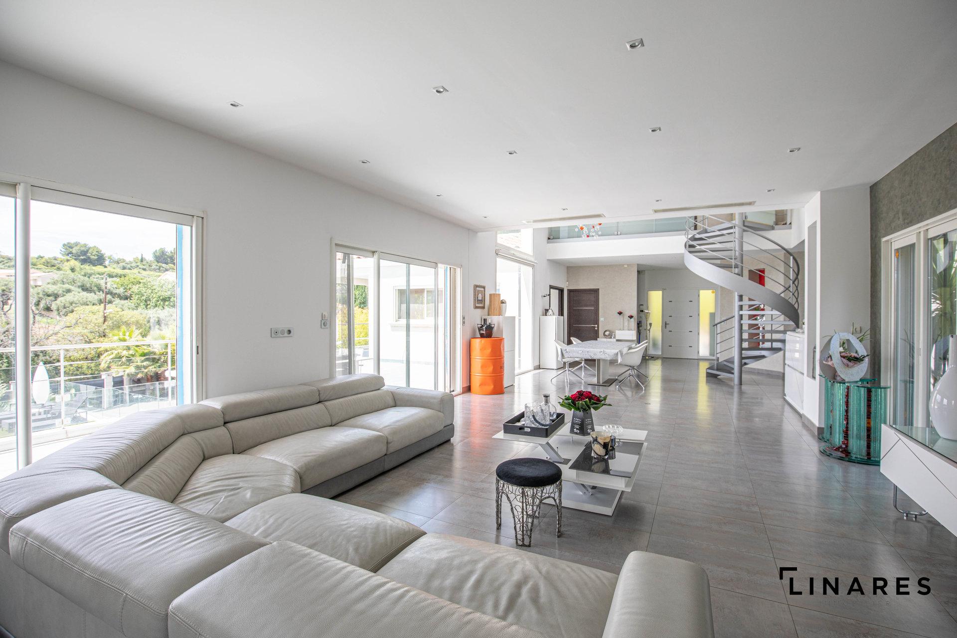 PRESTIGE A LA CAMPAGNE - Villa T5 de 260m2 sur un terrain de 2000m2