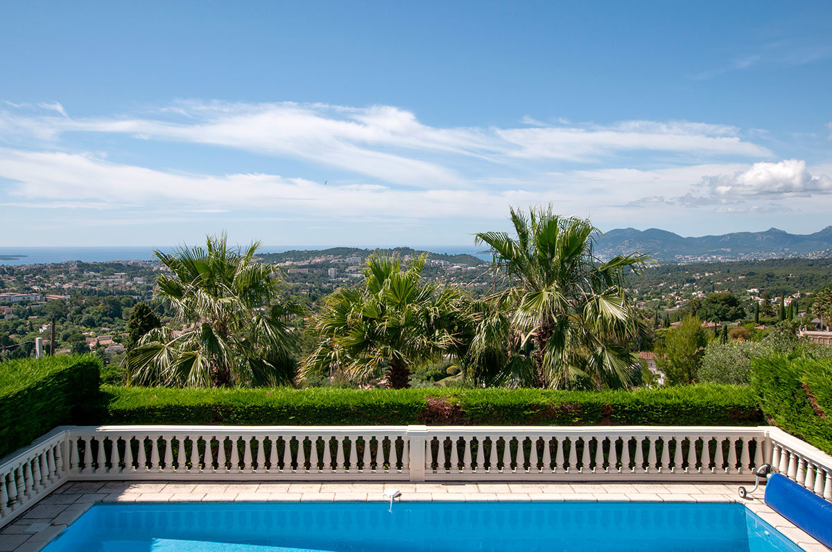 For Sale Mougins - Sea views and walking distance to the village