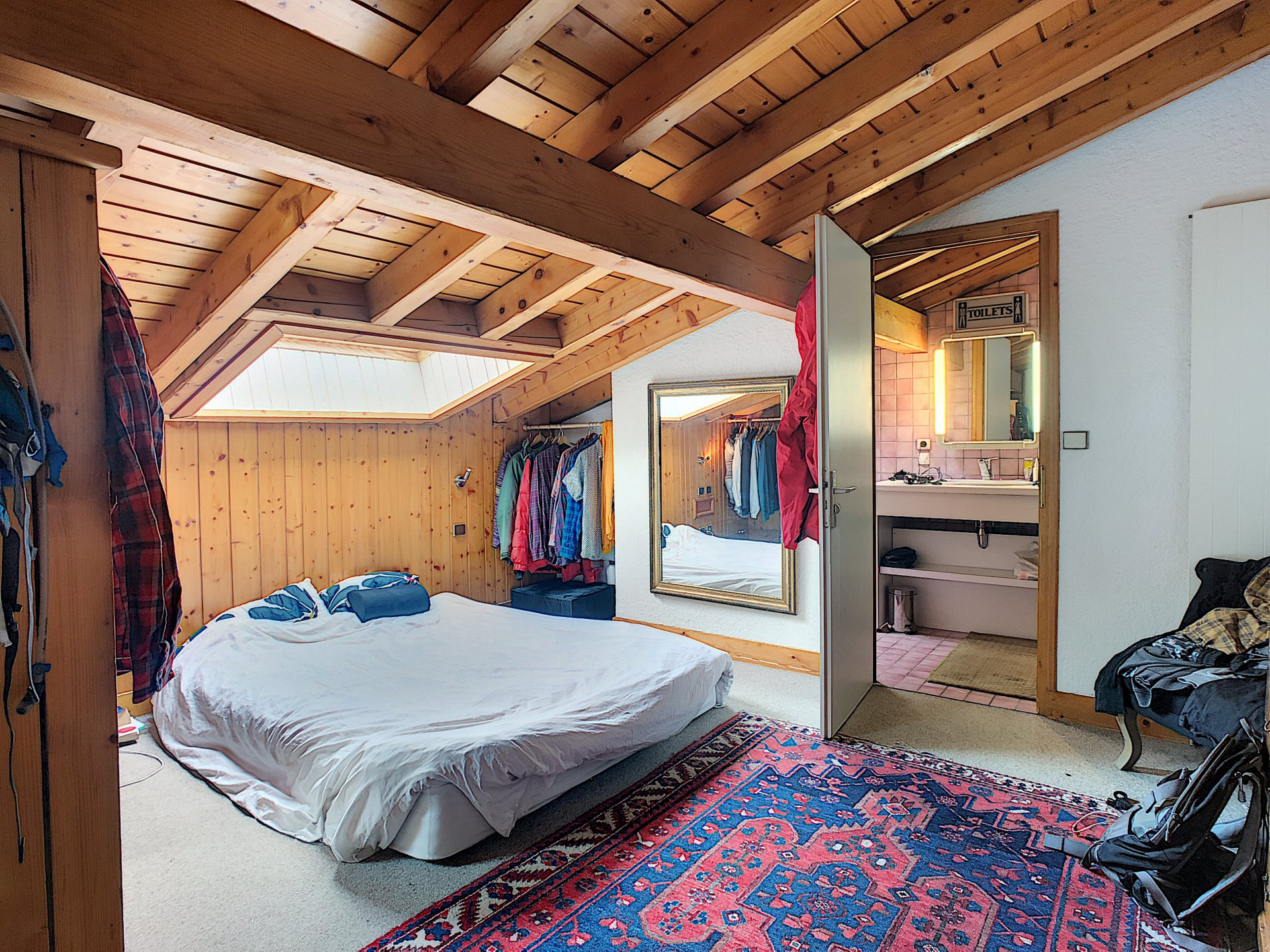 2 beds apartment under the roof