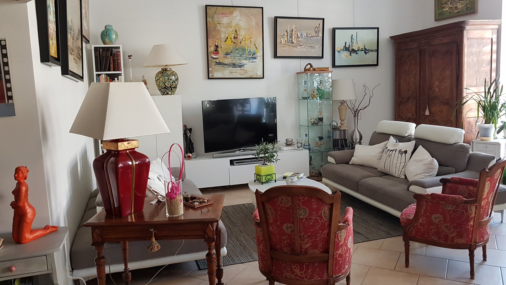 Nice center, 2 bedrooms flat with balcony