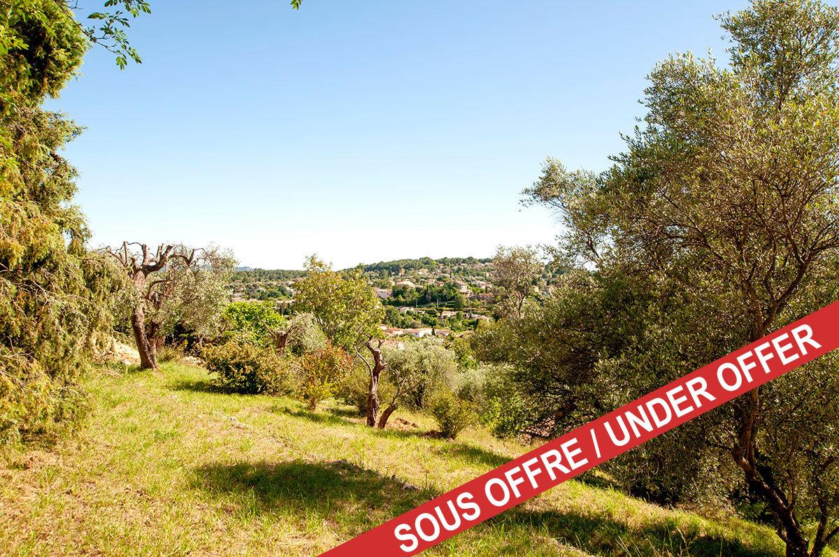Terrain à vendre, Le Rouret avec permis de construire pour une villa de 4 chambres