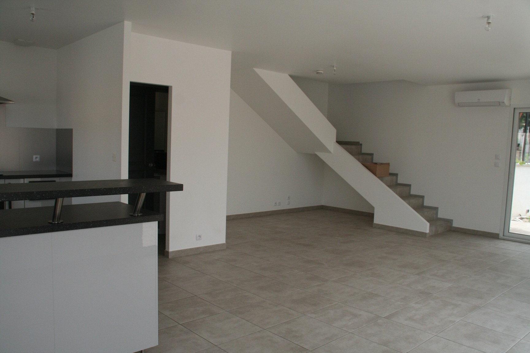 Maison individuelle 90 m2 avec terrasse et jardin