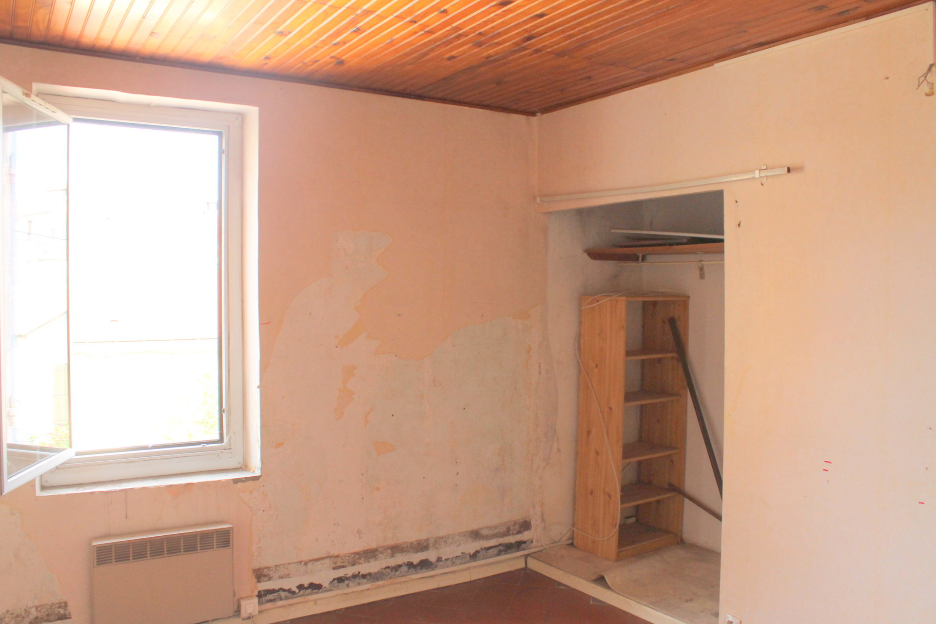 To renovate house 70m² two bedrooms cour 50m²