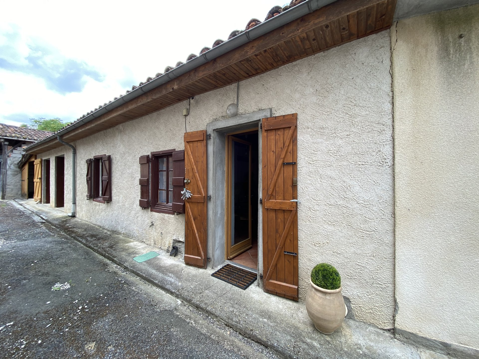 Pretty renovated village house 94 m², garden, village center