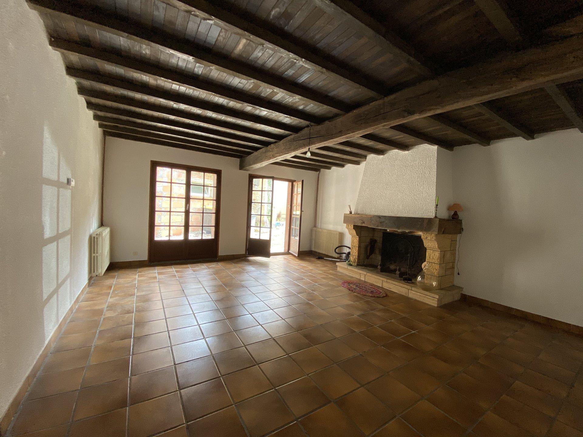 Pretty renovated village house 94 m², garden, village center