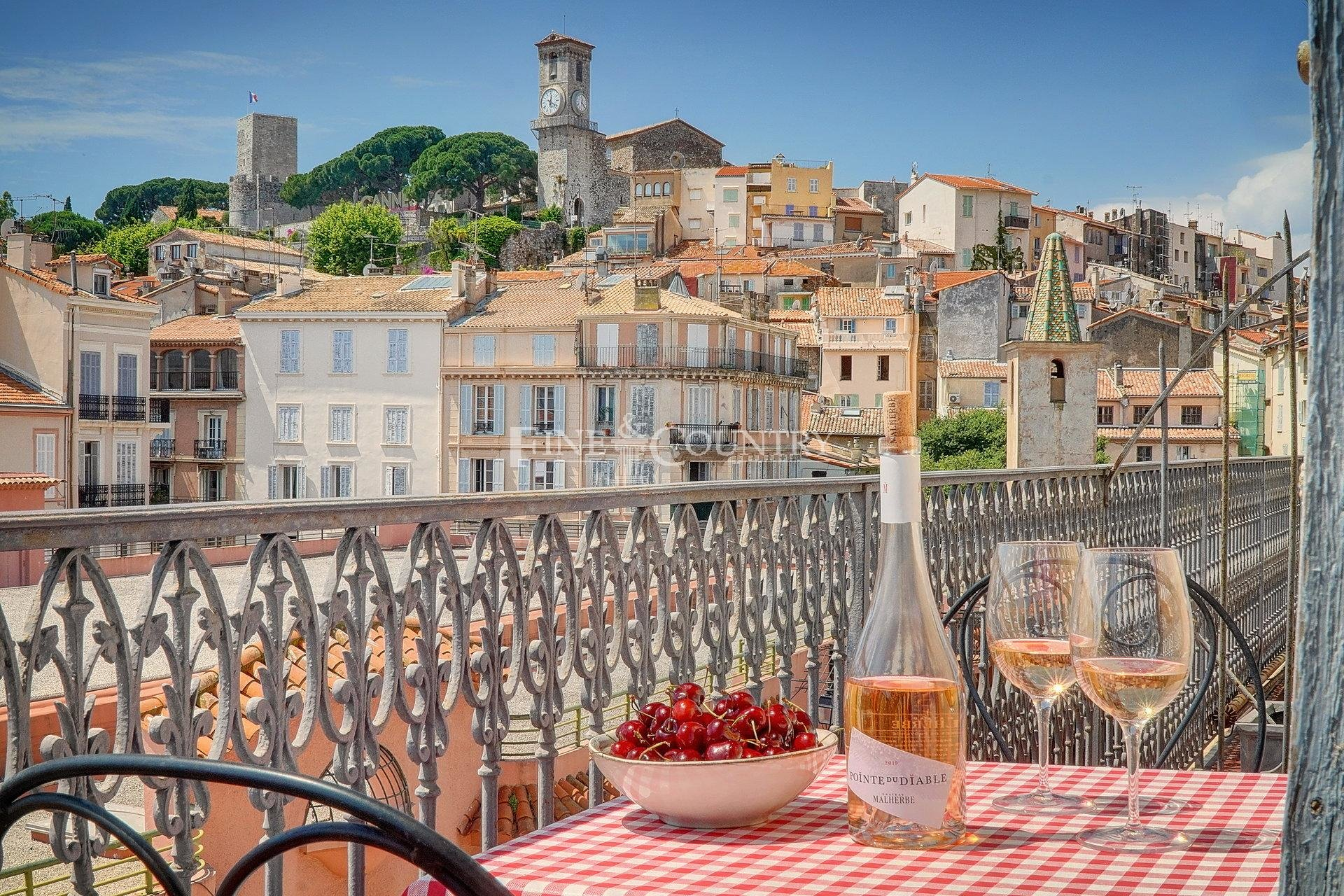 Apartment for sale on Forville Market, Cannes