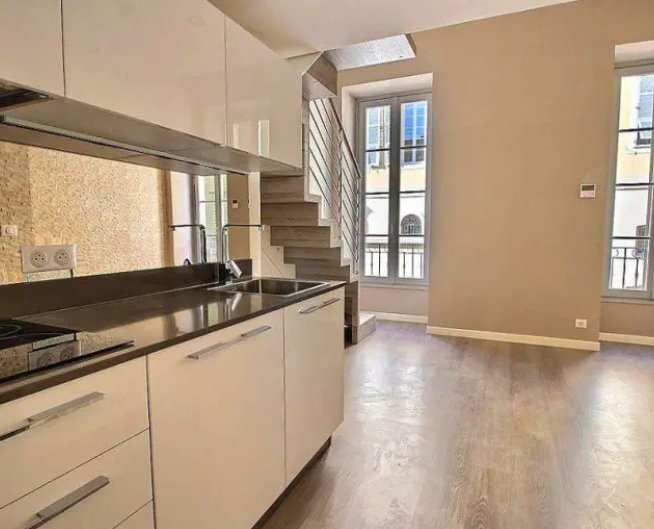 """Nice Old Town - Renovated duplex on the """"Cours Saleya"""""""