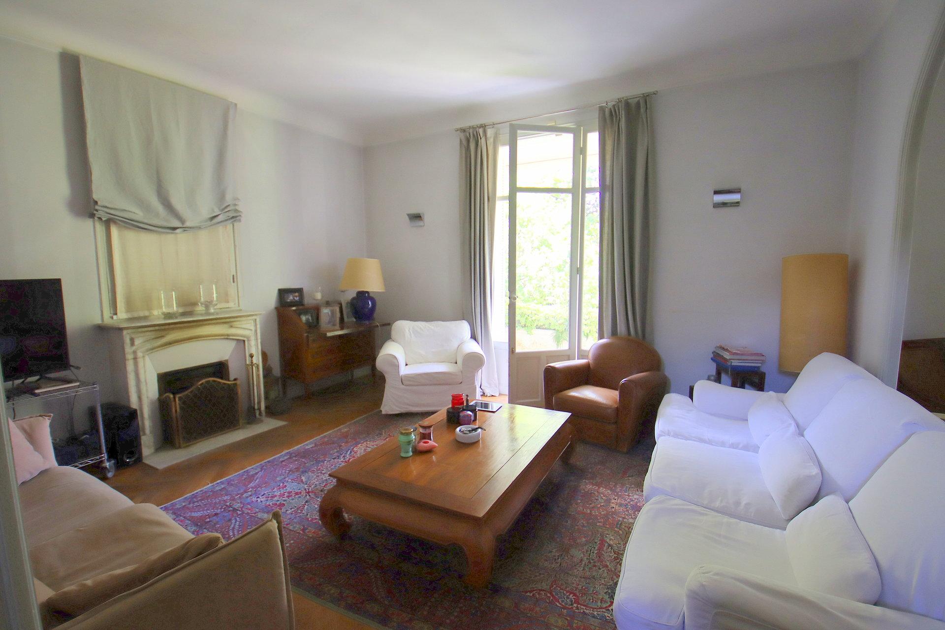 Beaulieur sur mer villa Belle Epoque salon