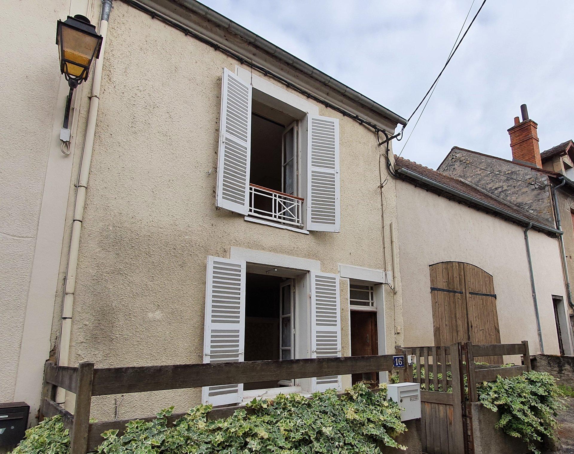 Montigny sur Loing : Maison de village et granges