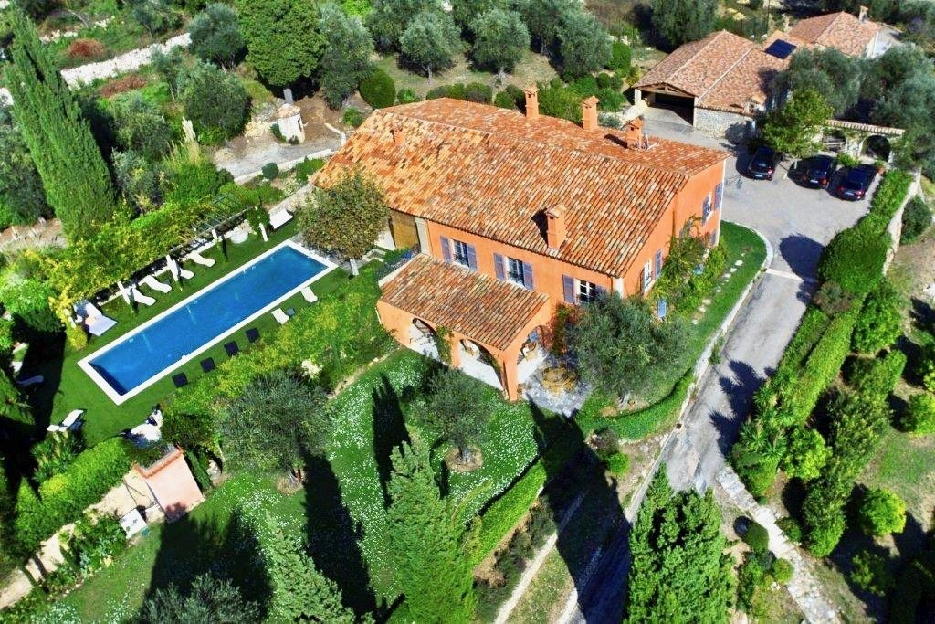 Breathtaking view for this  stunning Bastide with a seaview