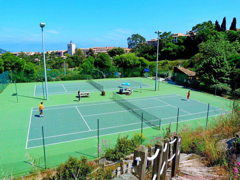SAINT RAPHAEL Proche des plages d'Agay, dans domaine sécurisé avec golf, tennis