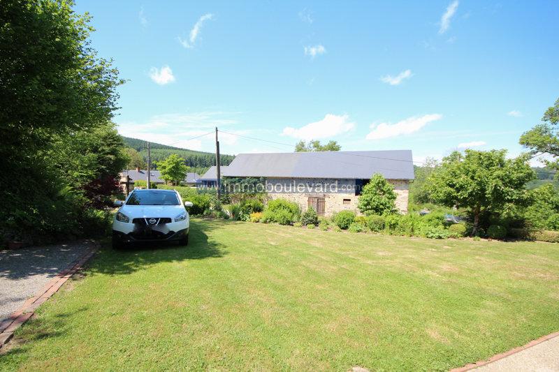 Natural stone farmhouse for sale in the Morvan, near Arleuf