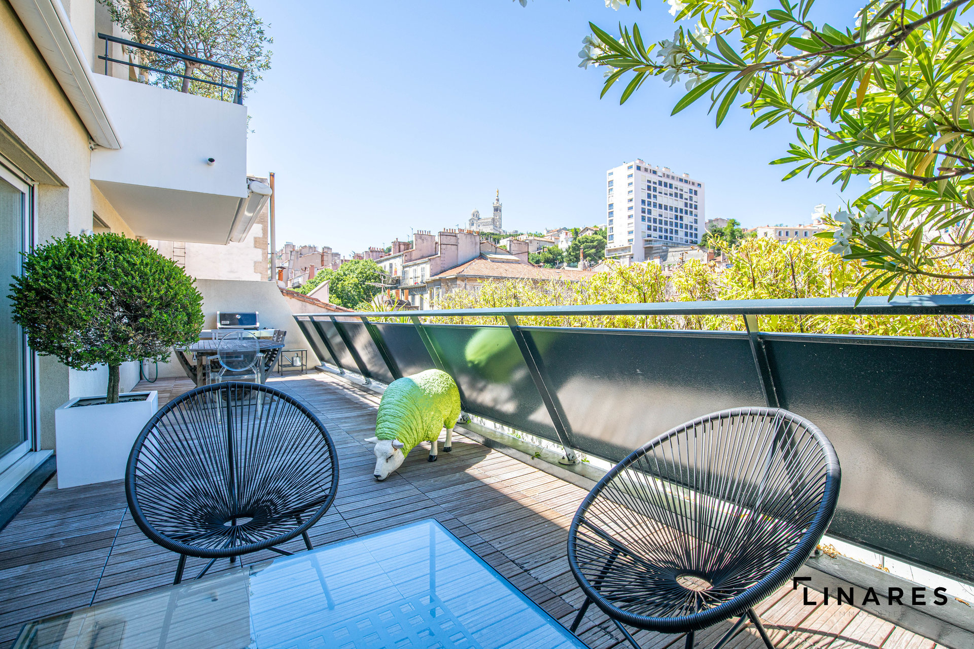 ONLY ONE PENTHOUSE T4 de 144m2 + 70m2 de terrasse avec piscine