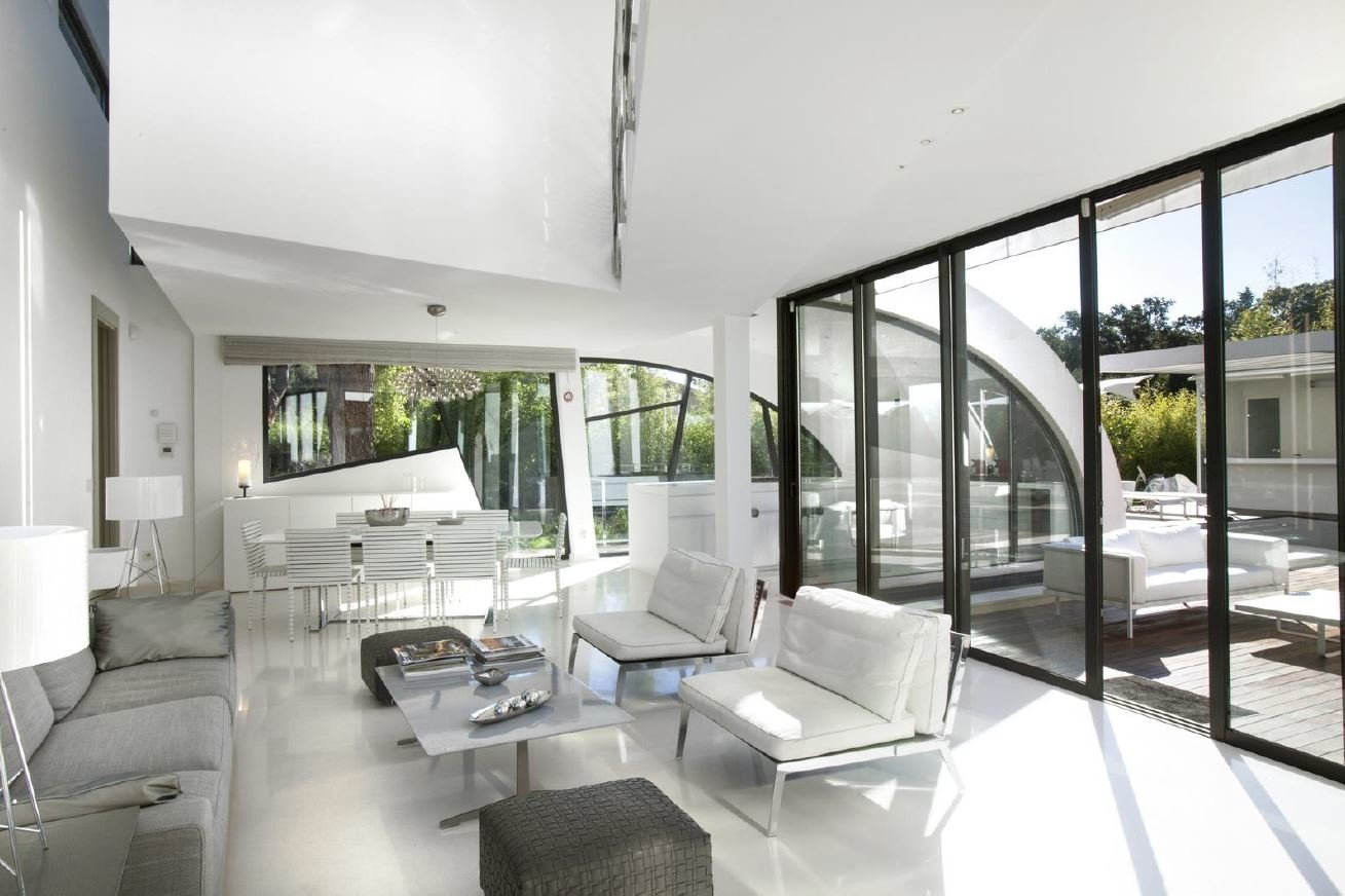 CONTEMPORARY VILLA AT 350 M FROM CLUB 55