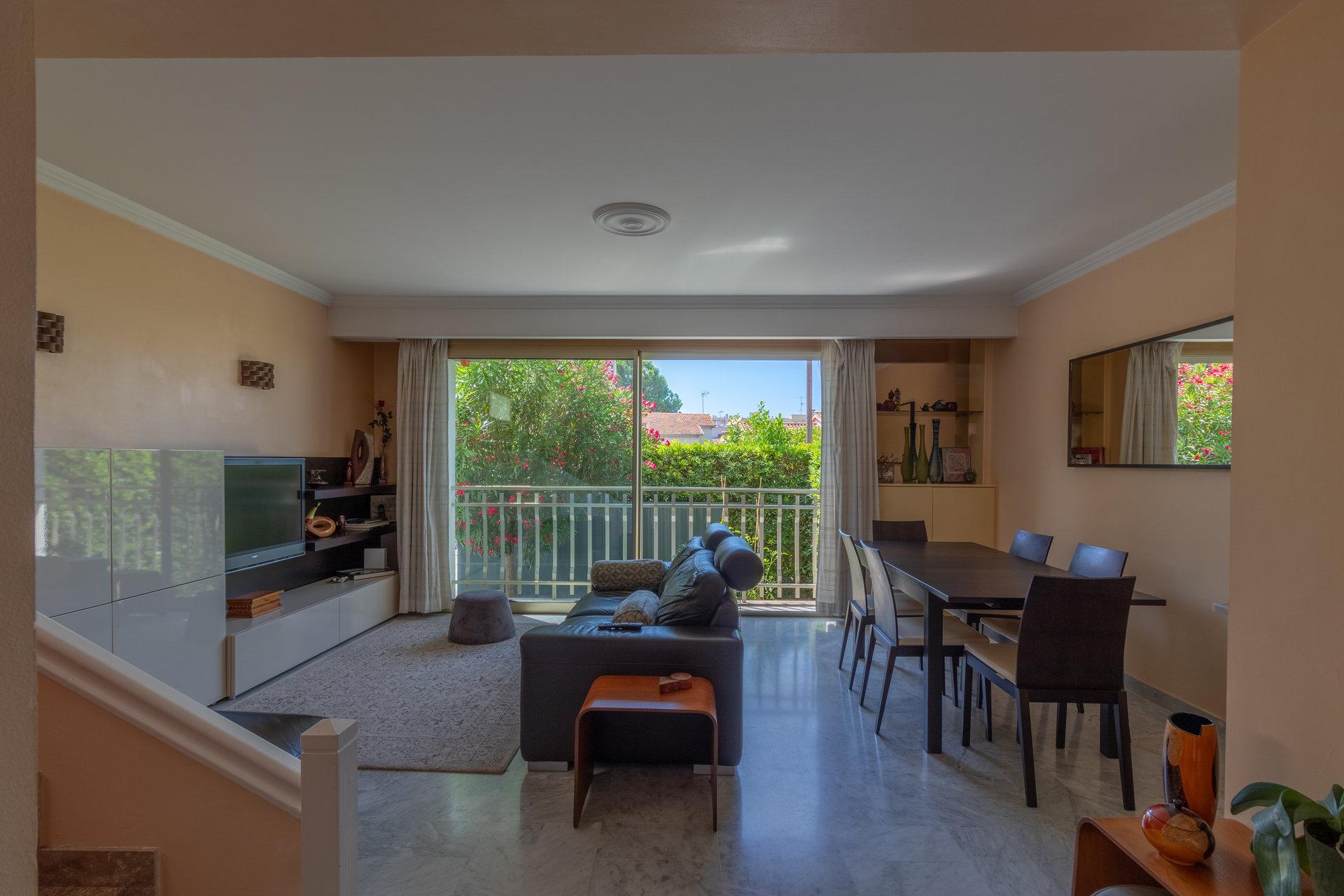 Duplex 4 pièces - Terrasse Jardin - Nice-Ouest chemin des Avelines