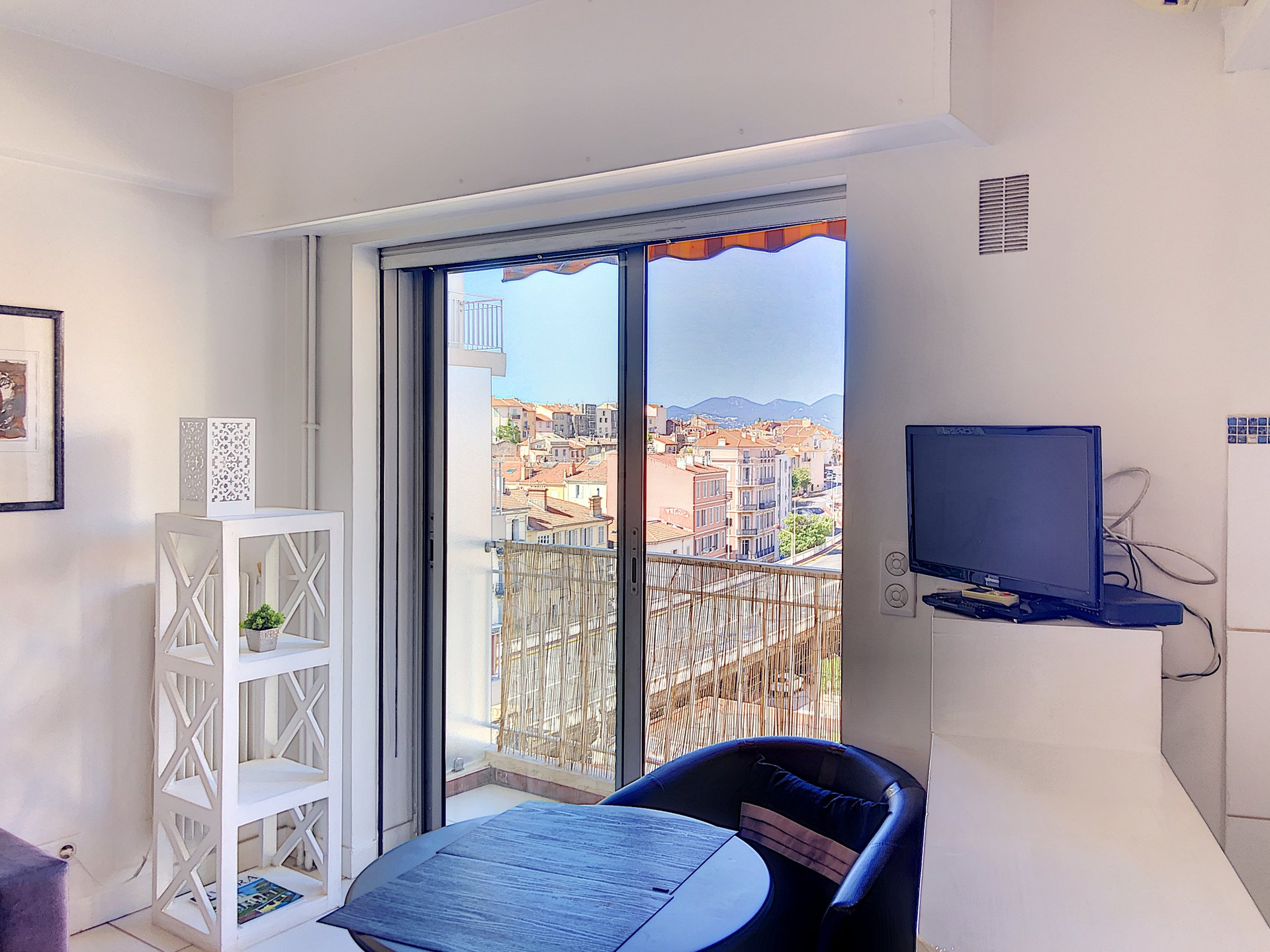 Cannes, Center studio of 23 m² with sea view
