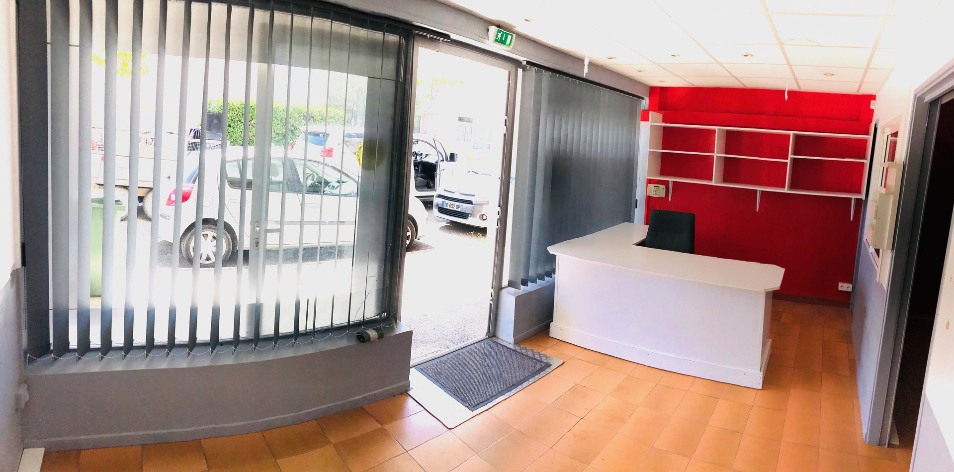 Local 40 m² avec vitrine - Centre-Village
