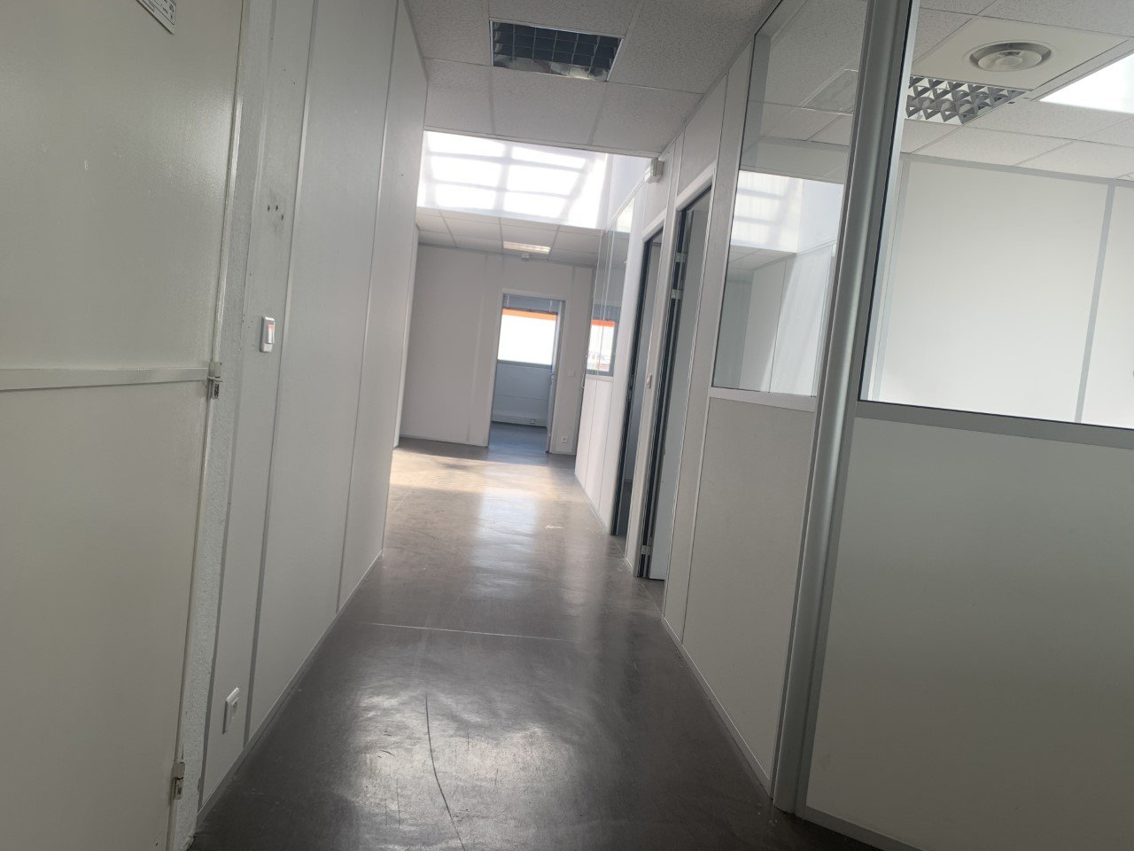 LOCATION PURE - CARROS -  BUREAU - 395 m²