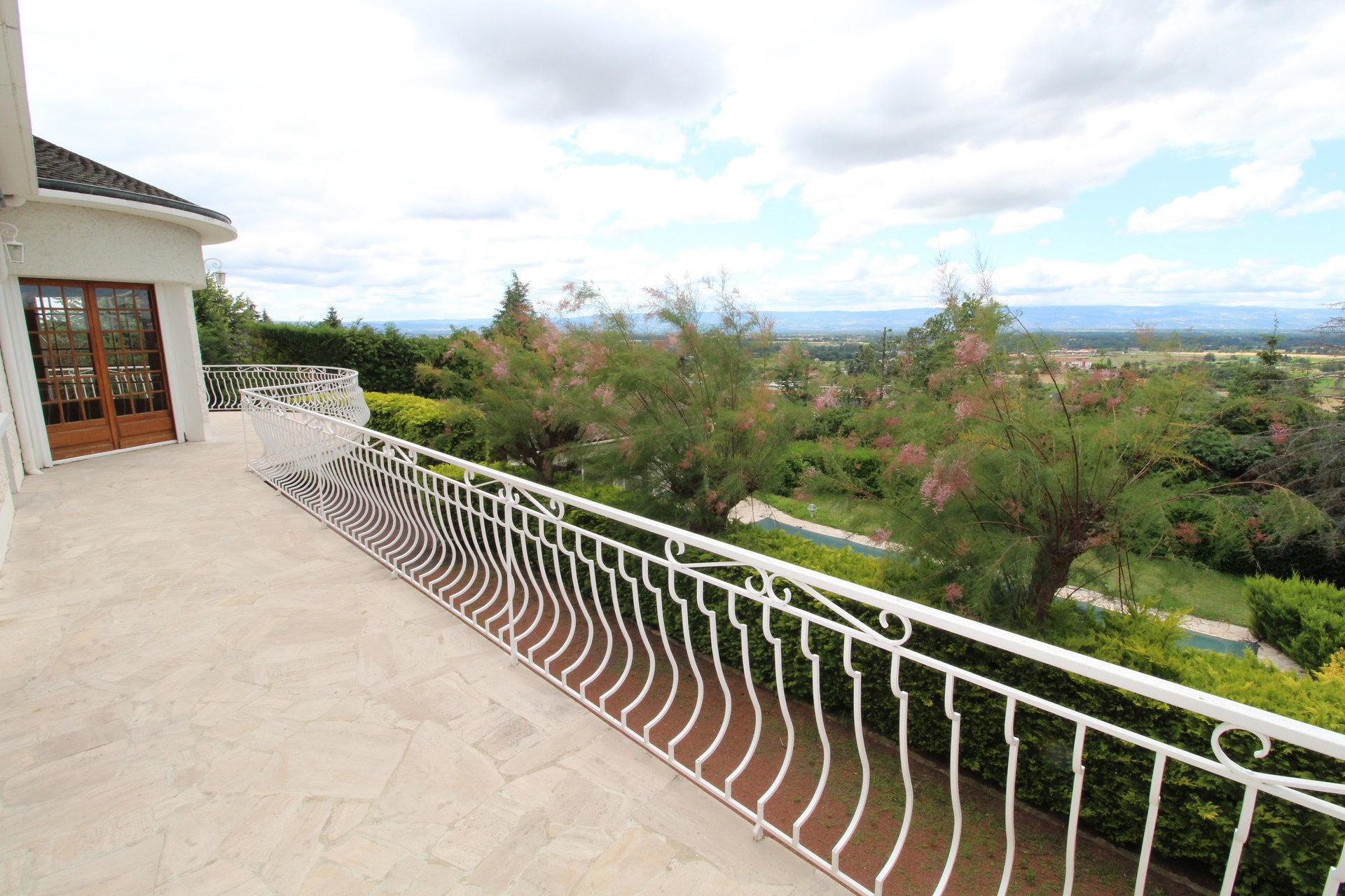 Saint-Galmier Villa 220m2 avec parc arboré de 1600m2