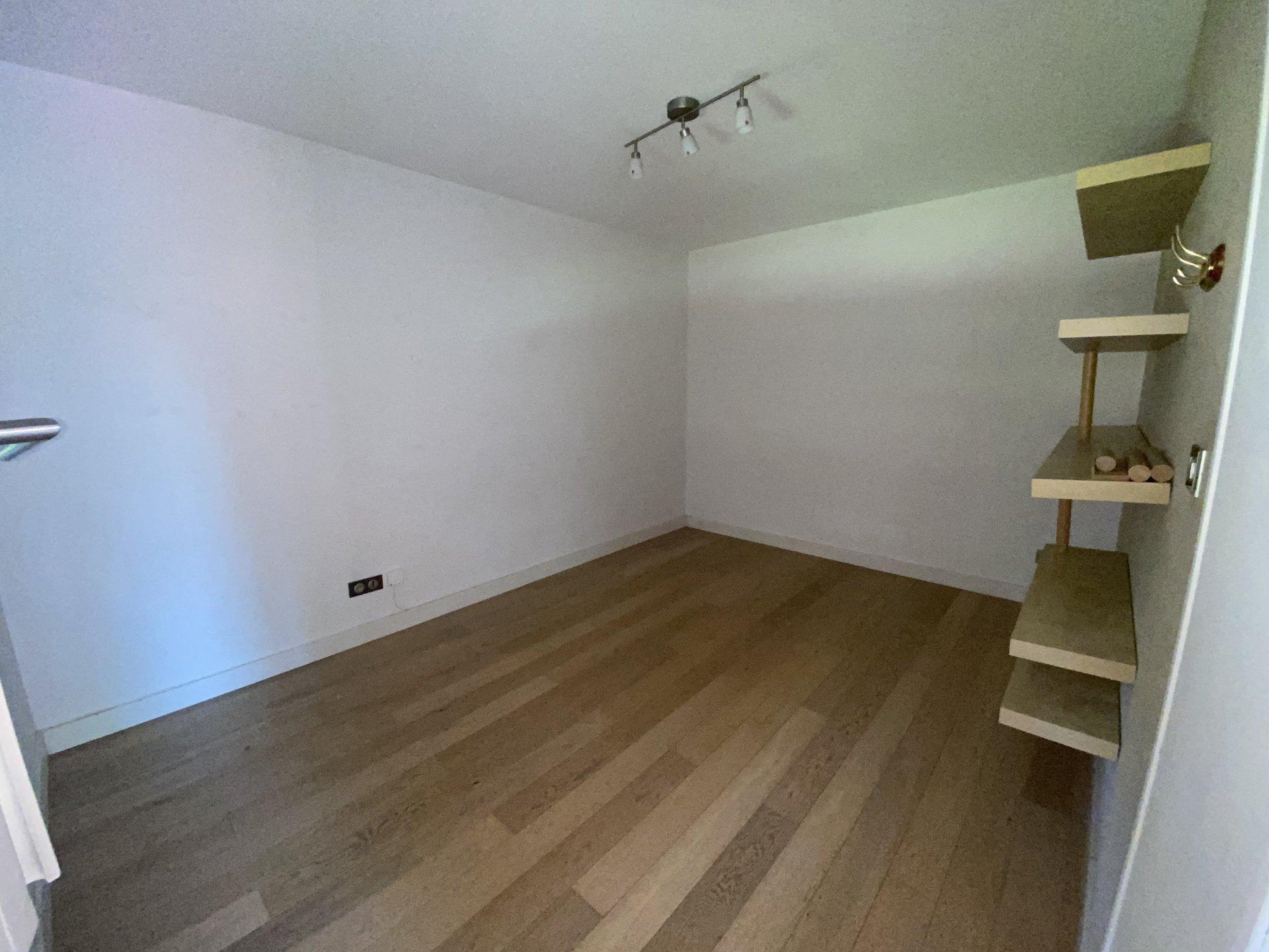 Appartement detype 4, terrasse , cave et parking