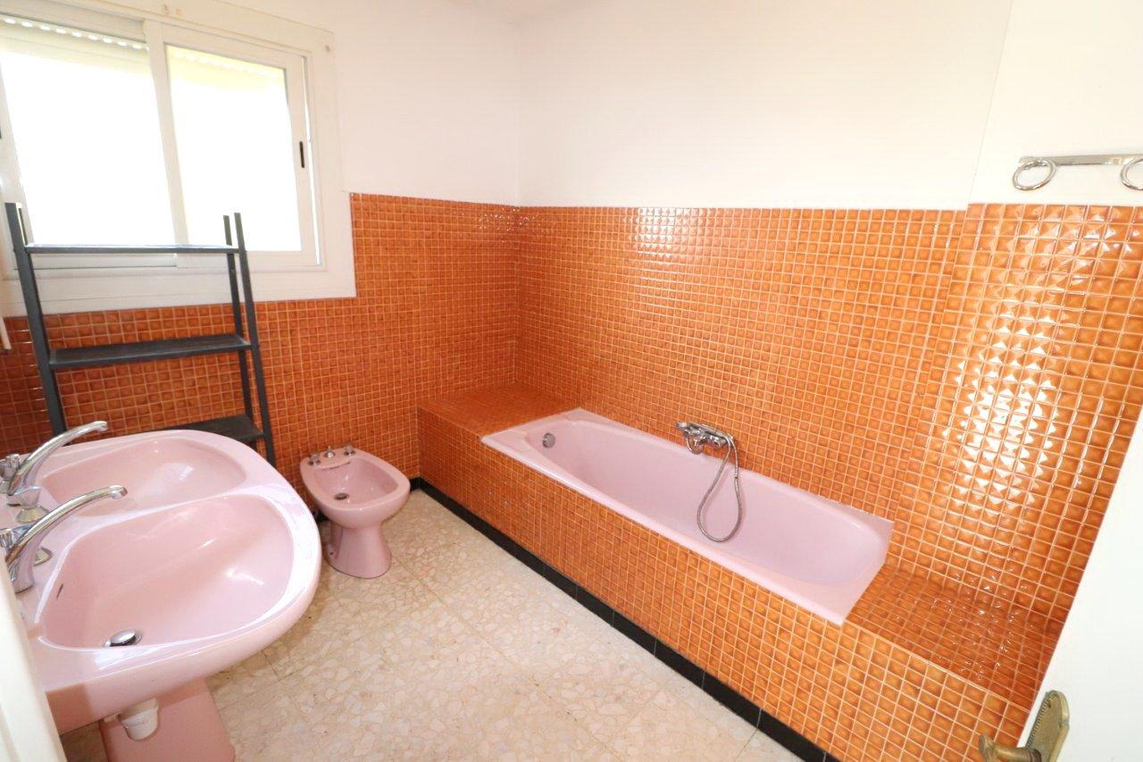 Belle maison 3 faces, 4 chambres et un grand garage, en vente à Perpignan!