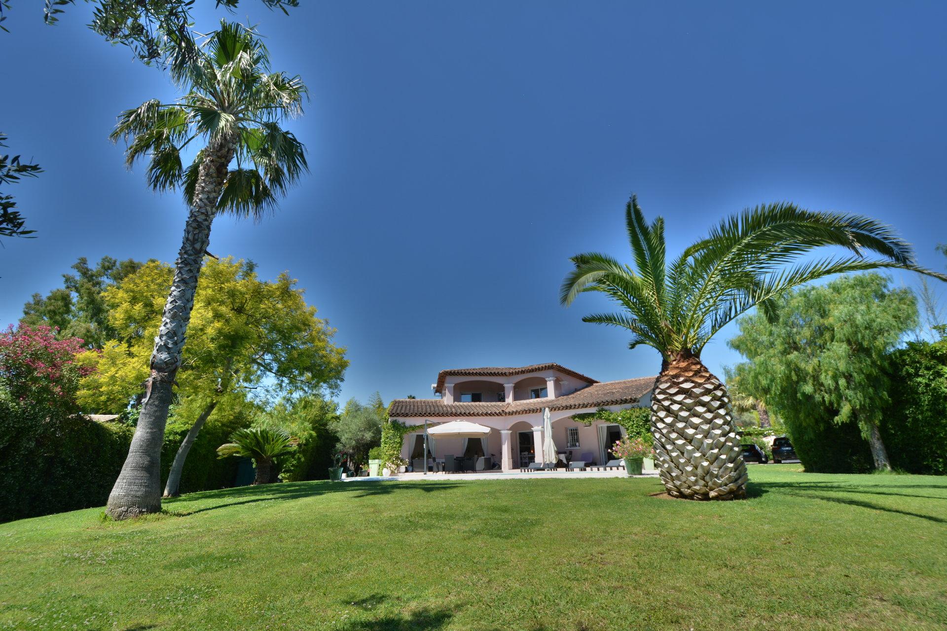 Magnifique villa avec piscine - Cap d'Antibes