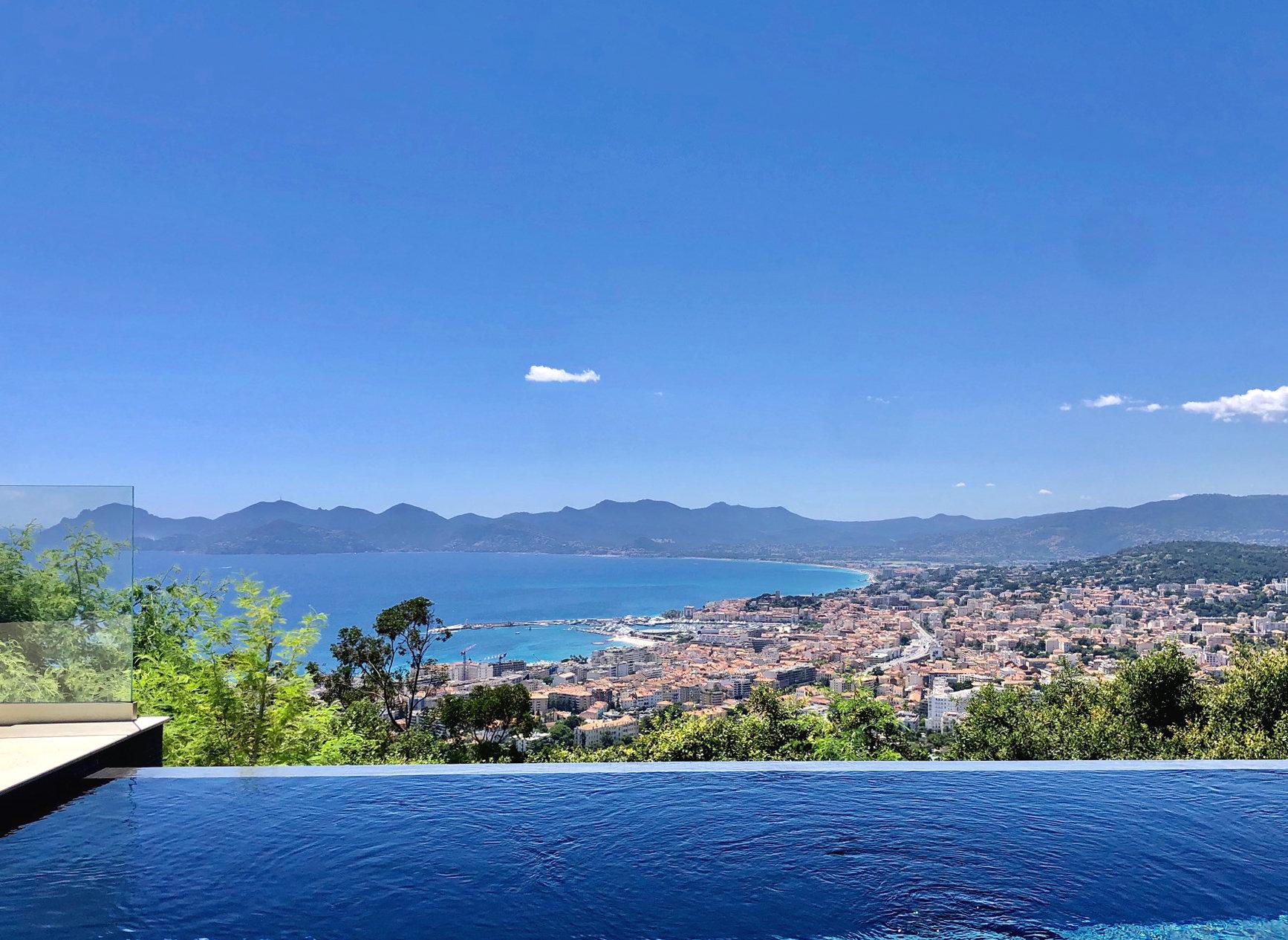 CANNES CALIFORNIE - Magnifique 4 pièces contemporain avec piscine privative et vue mer panoramique!