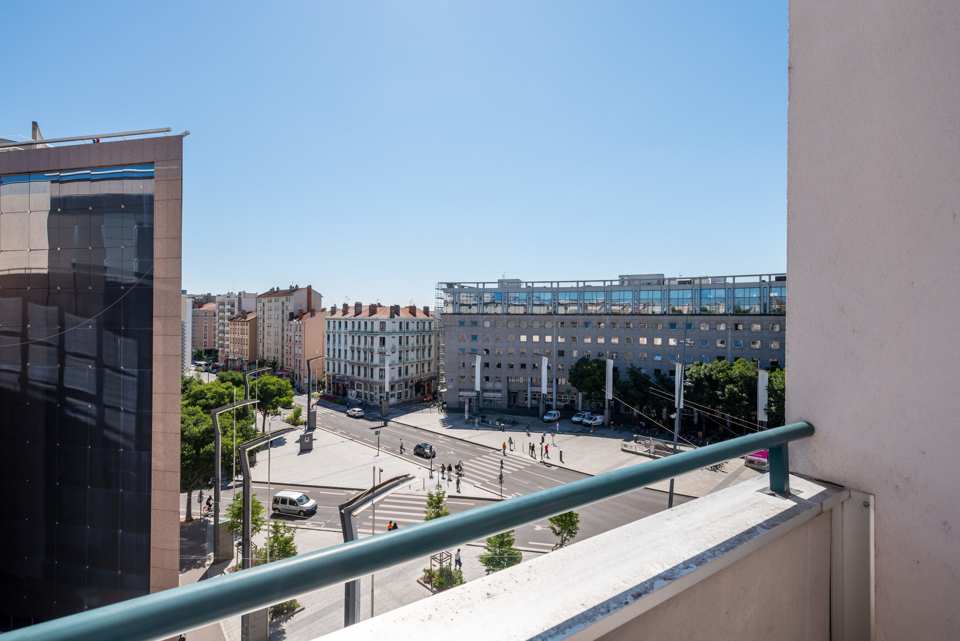 Charpennes - T4 101m² terrasse et box fermé