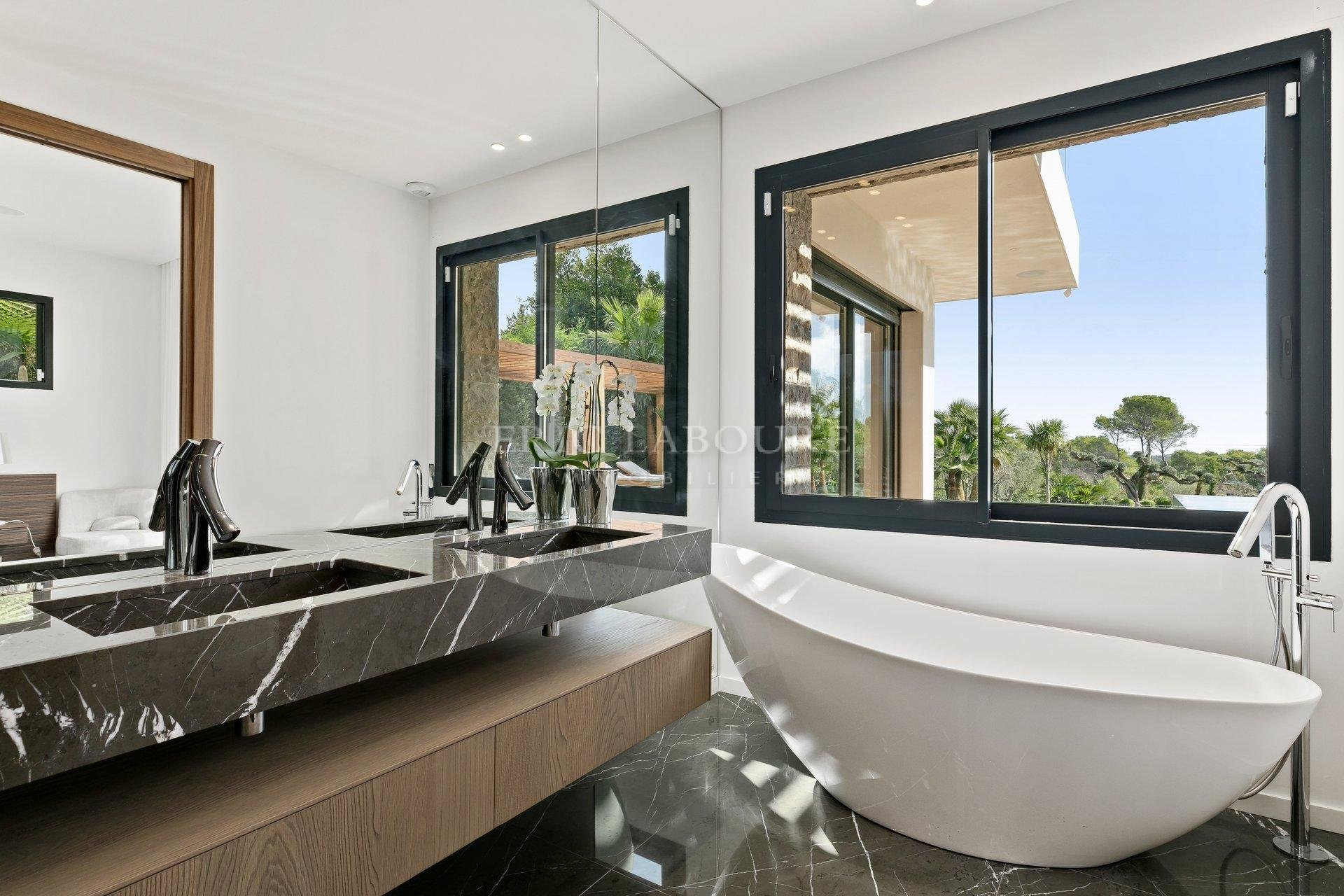 Newly built outstanding villa in Mougins