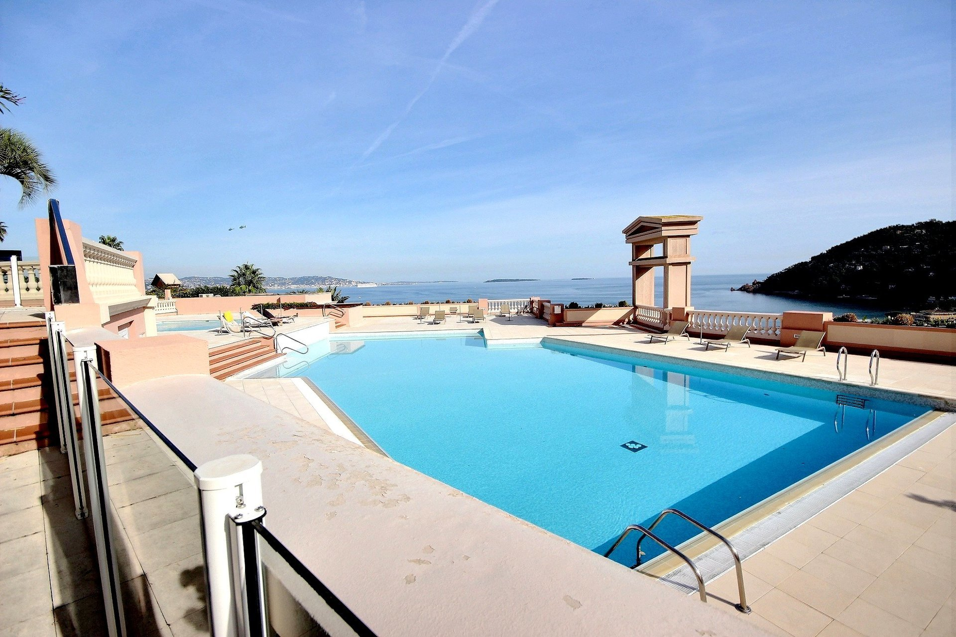 Dans la Célèbre Baie de Cannes Mandelieu spacieux 3 pièces à vendre