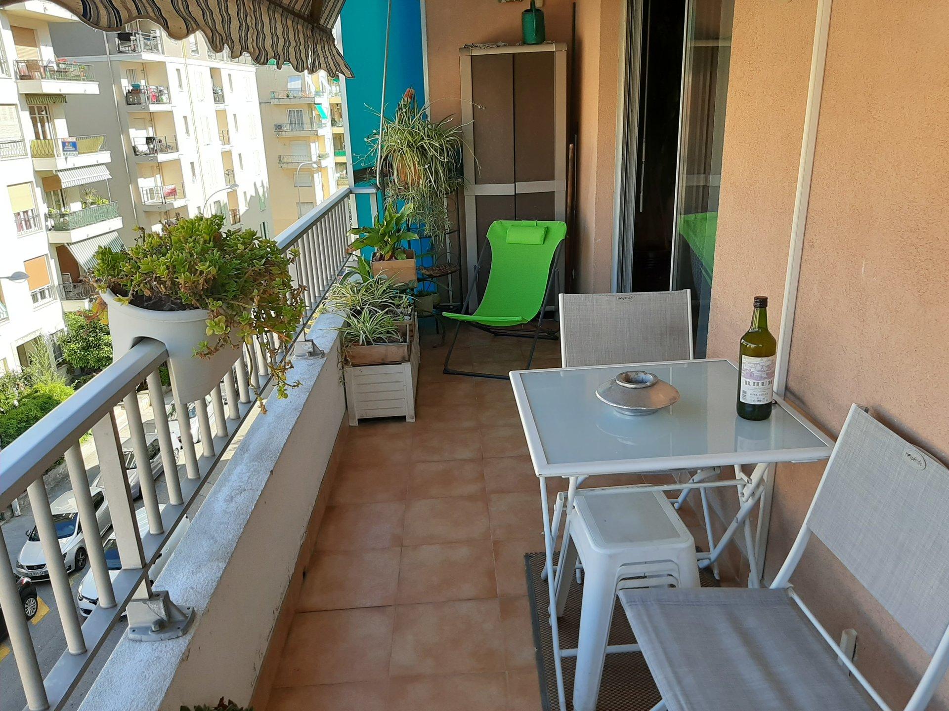 F4 Cessole/st Sylvestre  avec terrasse