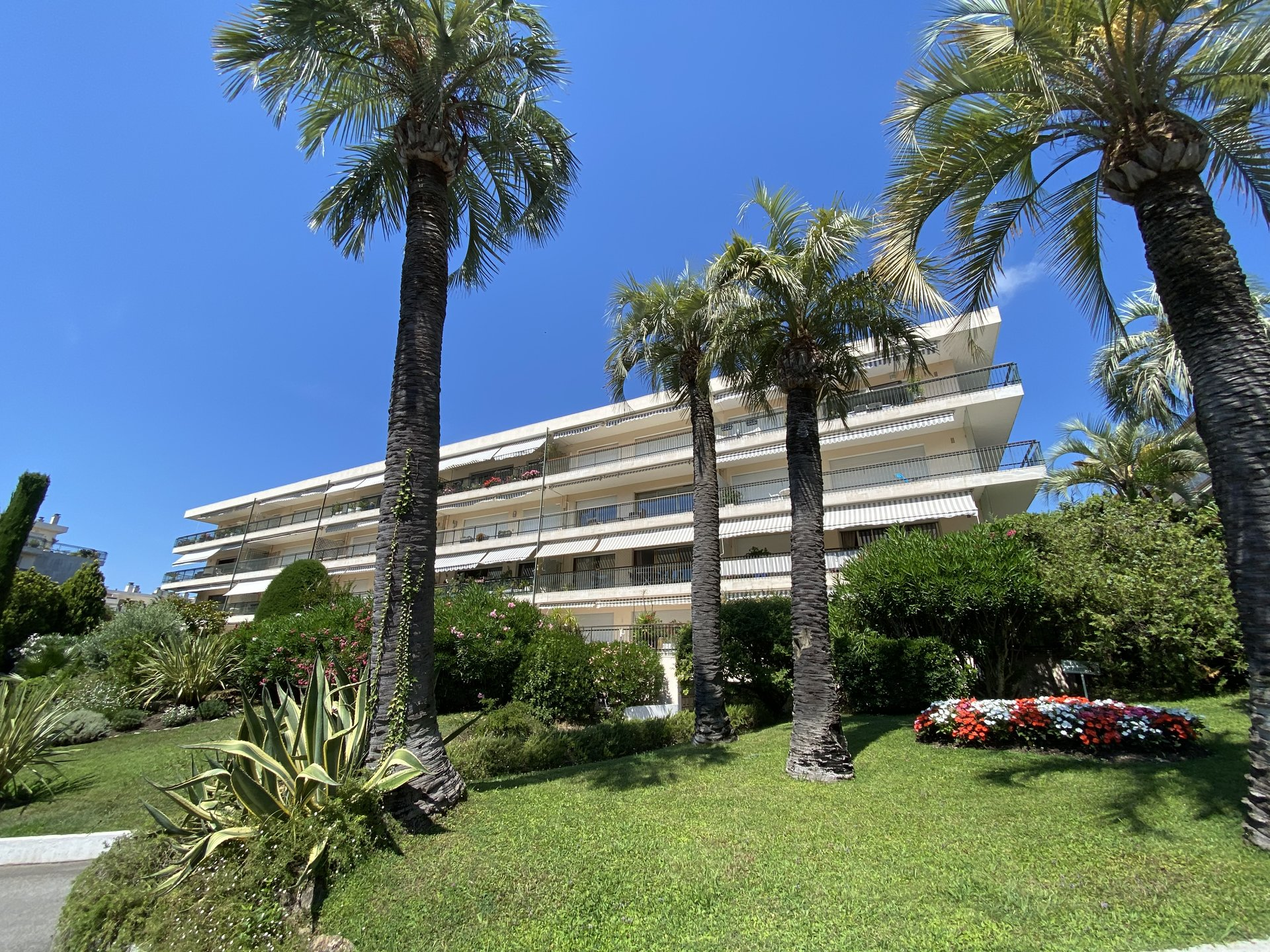 CANNES SALE APARTMENT 4 ROOMS LUXURY RESIDENCE WITH CARETAKER AND SWIMMING POOL NEAR BEACHES