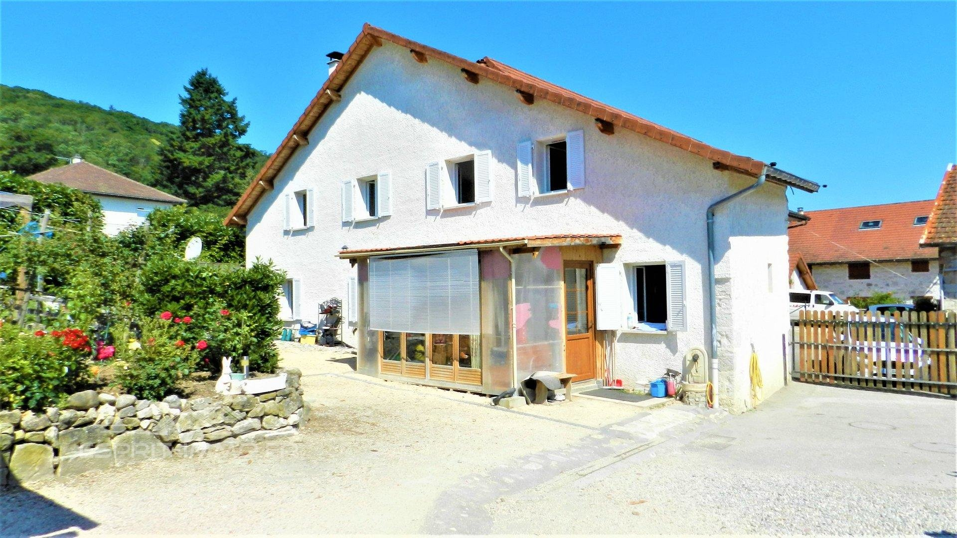 Sale Village house - Cressin-Rochefort