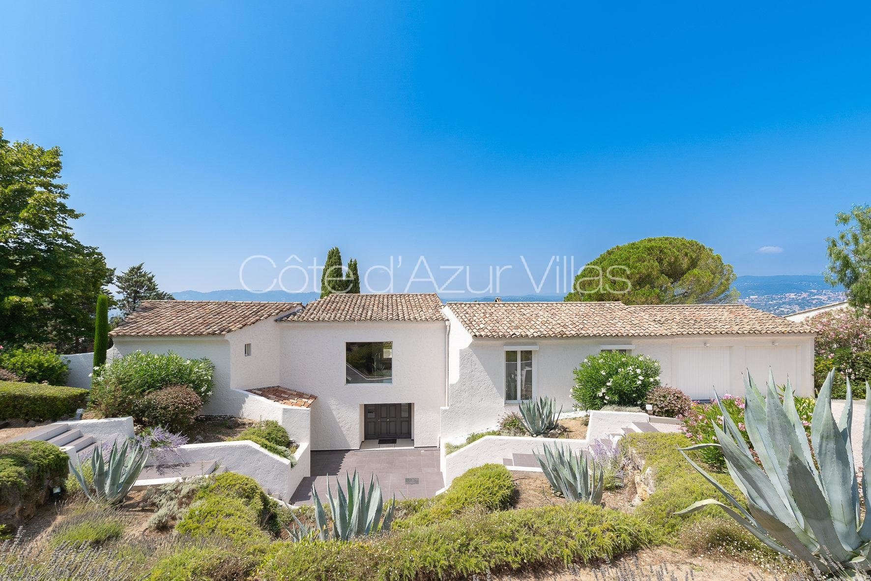 Valbonne - Beautiful Modern Villa in Prestigious Domain