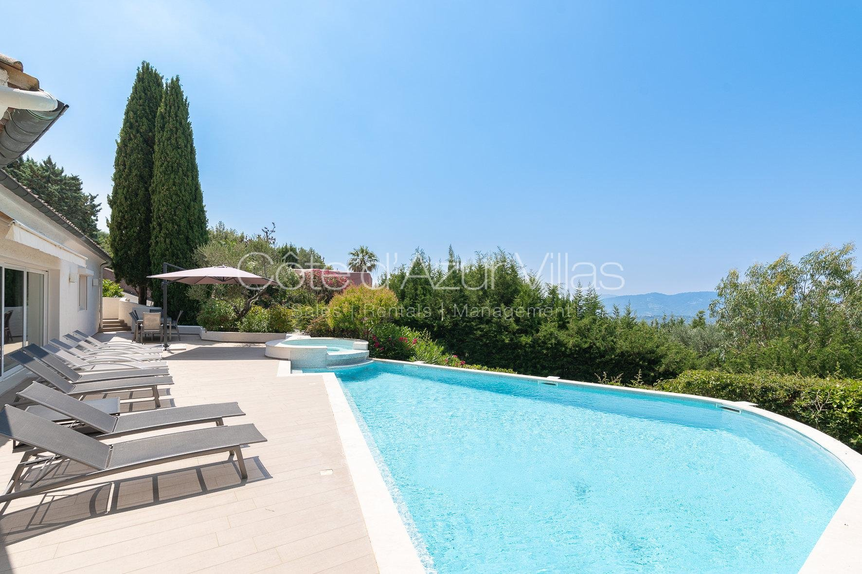 Mougins - Beautiful Modern Villa in Prestigious Domain