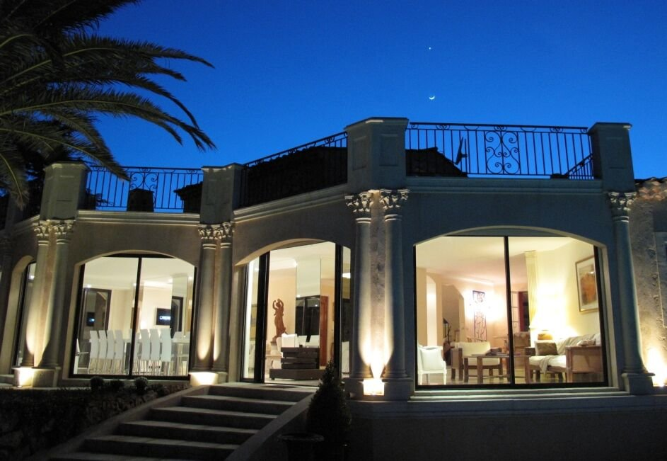 VILLA SUPER CANNES WITH PANORAMIC SEA VIEW