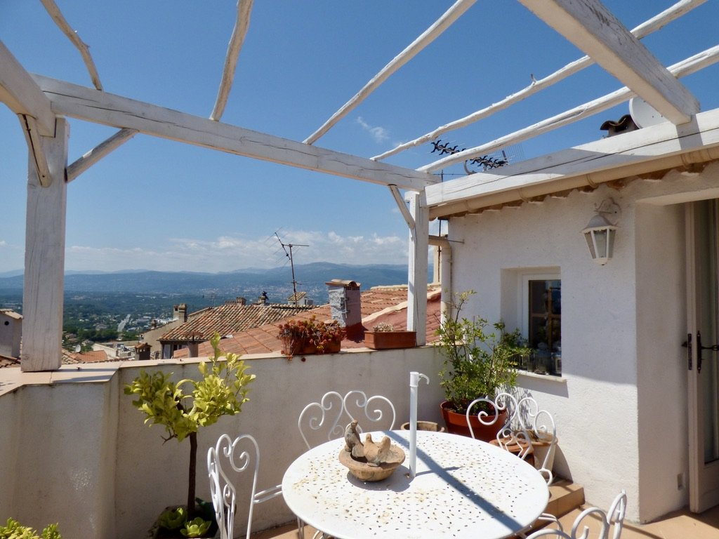 Mougins : Charming village house with panoramic seaview