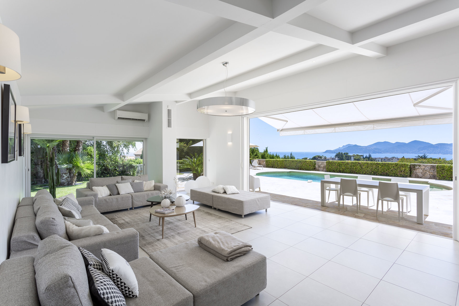 CANNES CROIX DES GARDES – BEAUTIFUL CALIFORNIAN STYLE VILLA