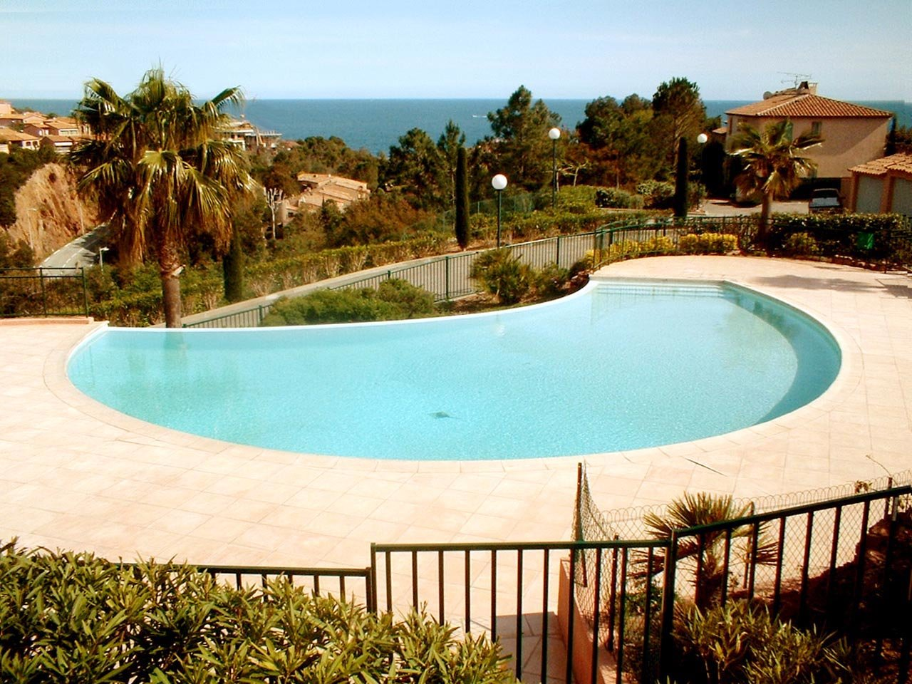 Between the sea and the Esterel Natural Park : Elegant two room apartment with beautiful sea view