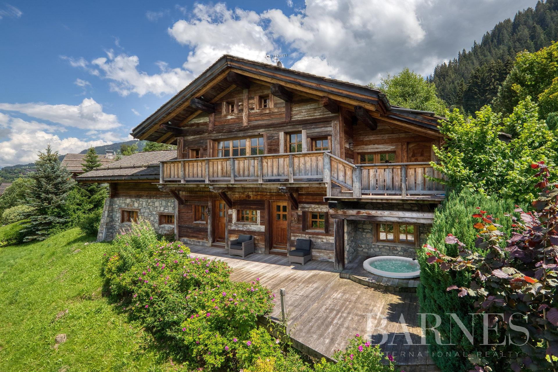 Beautiful traditional chalet close to the ski slopes in Megève's Lady area Chalet in Megeve