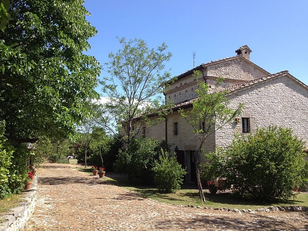 CAGLI (PU) - AGRITURISMO DIVISO IN 5 APPARTAMENTI