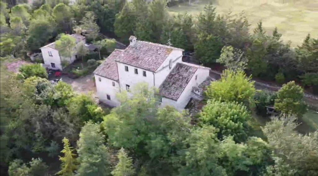 CAGLI (PU) - TORRE DI DIFESA TRASFORMATA AD AGRITURISMO