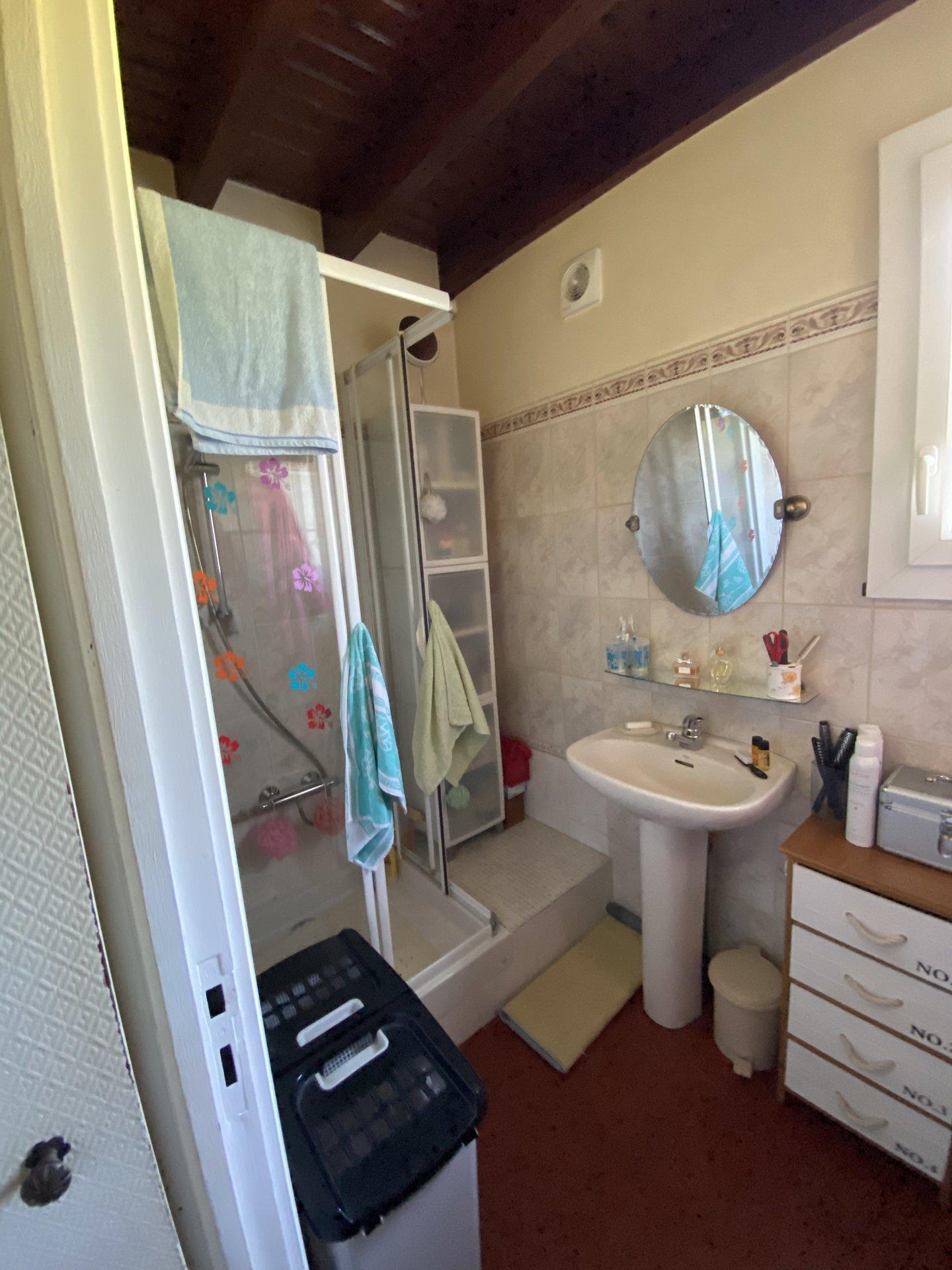 Maison traditionnelle 3 chambres sur 835 m²